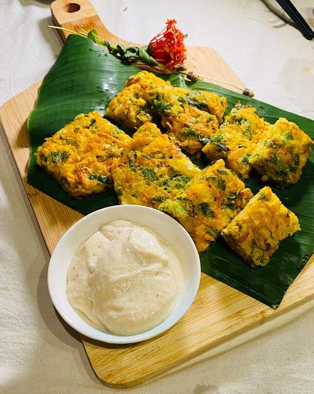 上菜秀餐點-部落野菜天婦羅佐酒釀沾醬