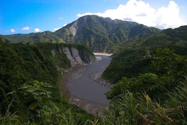 Xiuguluan River is the only all through the coastal mountains of Taiwan's rivers