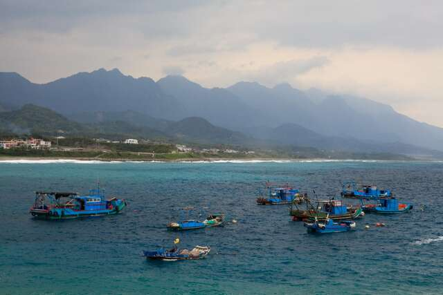 This is wushibi fishing vessels operating in the blue sea